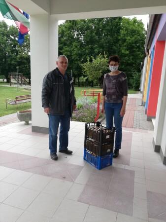 Emil adományátadás 200529